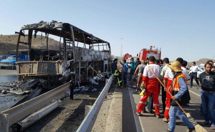 فیلم آتش گرفتن ناگهانى اتوبوس درکیلومتر ۶۰جاده قم-تهران