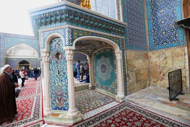 رونمایی از گوشوارههای صحن امام هادی(ع) در حرم حضرت معصومه(س)+ تصاویر
