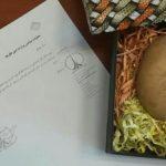 اهدای «سیب زمینی» به عراقچی توسط جنبش عدالتخواه دانشجویی