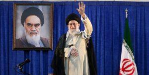 رهبر انقلاب: هر جا مقاومت کردیم به پیش رفتیم/ نباید اجازه داد آمریکایی ها نزدیک شوند