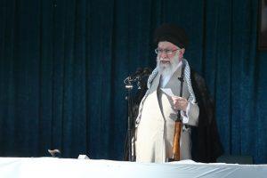 رهبر انقلاب در خطبههای نماز عید فطر: مبادا سیلزدگان فراموش شوند/ معامله قرن خیانت بزرگ به اسلام است