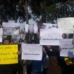 تجمع دانشجویان در فرودگاه مهرآباد همزمان با ورود نخست وزیر ژاپن