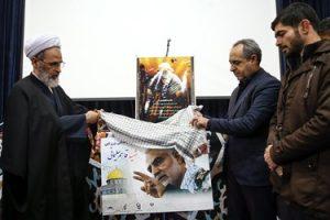 اهدای مدال مسابقات جهانی چند تن از ورزشکاران قمی به سردار شهید حاج قاسم سلیمانی