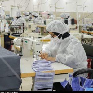 ایجاد ظرفیت تولید روزانه ۷۰۰ هزار ماسک در قم؛ قیمت مصوب ۱۳۰۰ تومان است