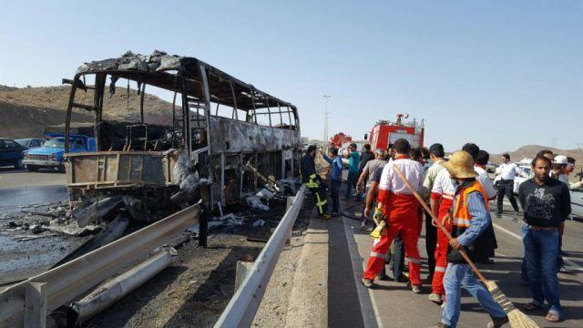 فیلم آتش گرفتن ناگهانى اتوبوس دركیلومتر ۶۰جاده قم-تهران