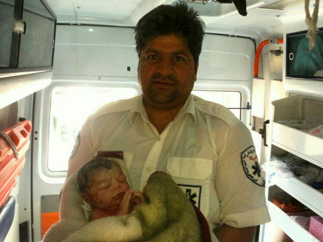 تولد نوزاد عجول در آمبولانس