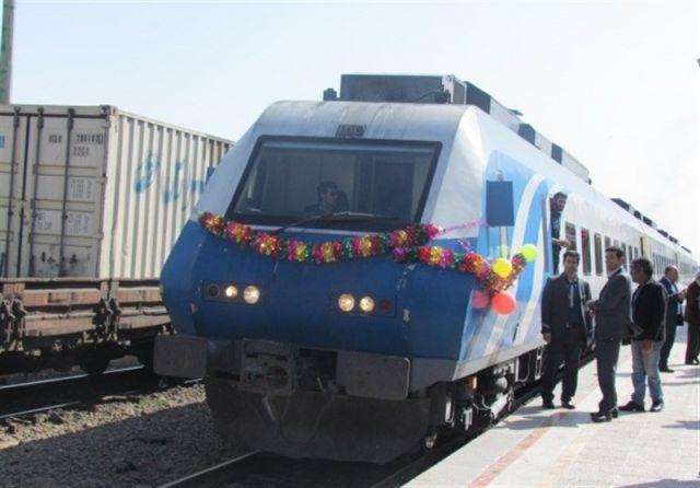 ورود روزانه ۳۰ قطار باری به قم/خطوط ریلی قم به مشهد دوخطه میشود