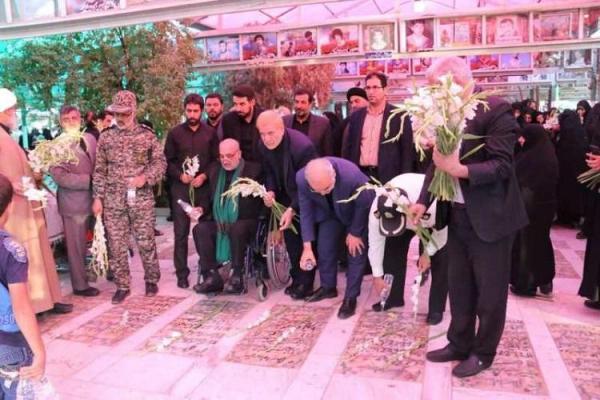 گلزارهای شهدای دفاع مقدس و مدافعان حرم گلباران گردید