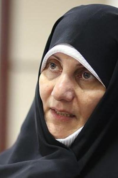 زنان حوزوی باید «محافظ نماز» در جامعه تربیت کنند/ بارگاه امامان، سوپرمارکت نیست