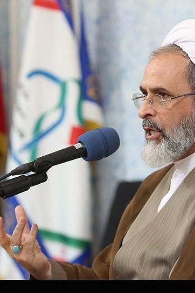 امام جمعه شهر قم: ترامپ بداند ملت ایران با اتحاد و انسجام در مقابل آمریکا ایستادگی می کند