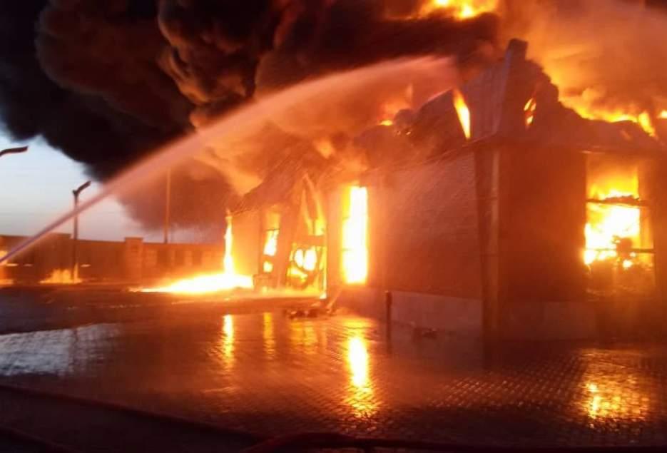 شهرکریمه – آتشسوزی گسترده در شهرک صنعتی شکوهیه قم در حال مهار است