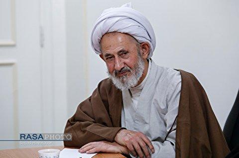 همانند حجت الاسلام والمسلمین موسویان در حوزه و دانشگاه کم داریم