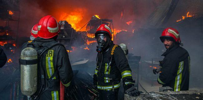 آتش سوزی انبار لوازم التحریر در قم